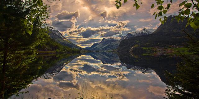Озеро меж гор